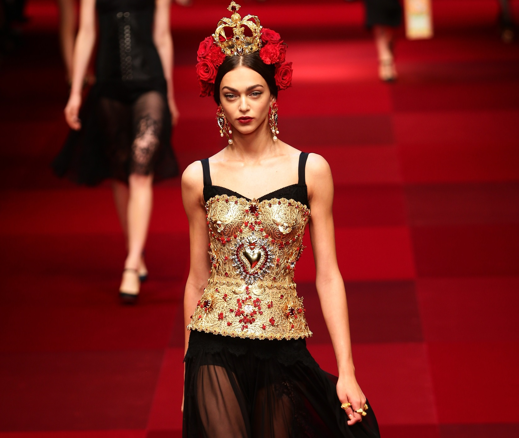 dolce-and-gabbana-runway-milan-fashion-week-womenswear-sprin-1