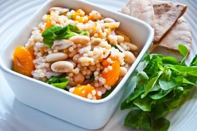 салат с кускусом и фасолью